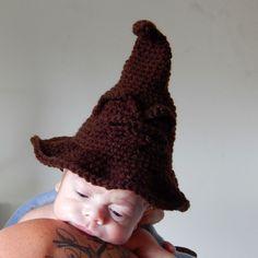 A[mi]dorable Crochet: Newborn Sorting Hat Pattern, Harry Potter Chapeau Harry Potter, Harry Potter Sorting Hat, Newborn Crochet Patterns, Crochet Amigurumi Free Patterns, Crochet Ideas, Hat Patterns, Knitting Patterns, Crochet Baby Clothes, Crochet Baby Hats
