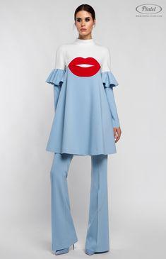 Boxy long-sleeve tunic lowered shoulder and figured flounce on th… Combined suit. Boxy long-sleeve tunic lowered shoulder and Trendy Dresses, Blue Dresses, Casual Dresses, Mode Chic, Mode Style, Hijab Fashion, Fashion Dresses, Mode Kimono, Alex Perry