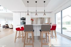 Kitchen armony white with the architect dcoratrice interior sverine kalensky: kitchen style the kitchen in the bath sk concept, modern Inside Outside, Cuisines Design, Creative Home, Sweet Home, New Homes, Table, Inspiration, Furniture, Home Decor