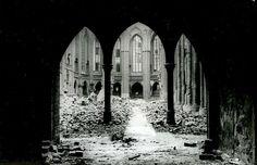 Berlin 1945 1945 blieb von der Nikolaikirche nur eine Ruine.