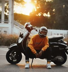 Vespa Sprint, Motorcycle Wallpaper, Vespa Scooters, Boy Pictures, Motorcycle Style, Kawaii Wallpaper, Tumblr Boys, Ulzzang Boy, Custom Bikes