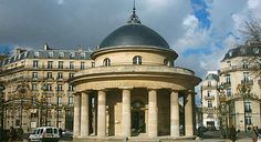 Relax in the centre of Paris at Parc Monceau : The Good Life France