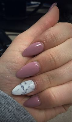 Acrylic shellac marble nails