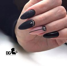 nails Imagen de Fashion and beauty Wedding Dress Trends - Top Wedding Dress Styles for the Modern Br Elegant Nails, Stylish Nails, Trendy Nails, Goth Nails, Grunge Nails, October Nails, Best Acrylic Nails, Fancy Nails, Perfect Nails