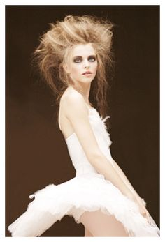 Do you love the grace of ballerina chic? Do you incorporate ballerina beauty into your style? Then you'll enjoy this gallery devoted to ballerina style. Bride Hairstyles, Messy Hairstyles, Fashion Shoot, Editorial Fashion, Zombie Hair, Ballerina Dancing, Zombie Ballerina, Zombie Bride, Prom Queens