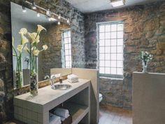 baños con piedras decorativas en el piso - Buscar con Google