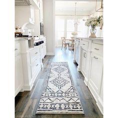 Home Decor Kitchen, Country Kitchen, Kitchen Furniture, Kitchen Ideas, Diy Kitchen, Kitchen Hacks, Kitchen Inspiration, Kitchen Rug, Kitchen Designs