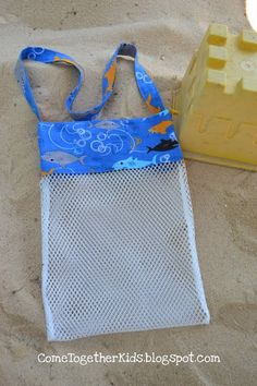 Come Together Kids: Seashell Collecting Bag - Or make it a little bigger and use something like this for the sand toys for the beach. Sewing Hacks, Sewing Tutorials, Sewing Patterns, Fabric Crafts, Sewing Crafts, Sewing Projects, Diy Accessoires, Sand Toys, Beach Crafts