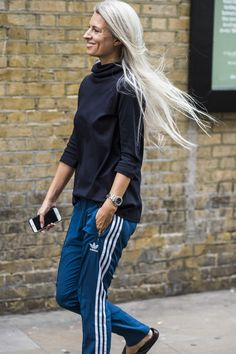 London Fashion Week's Street Style Stars Have an Eye for Details Photos | W…