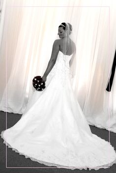 wedding picture idea-Full length picture of back of wedding dress
