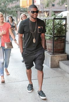 Usher wearing Black Crew-neck T-shirt, Black Shorts, Black Print Leather Slip-on Sneakers Gorgeous Black Men, Handsome Black Men, Kanye West Style, Dark Skin Men, Best Dressed Man, Looks Black, Black Boys, G Eazy, Leather Slip Ons