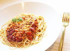 Vegan Bolognese, Protein Pack, Little Kitchen, Granola, Spaghetti, Ethnic Recipes, Food, Essen, Meals