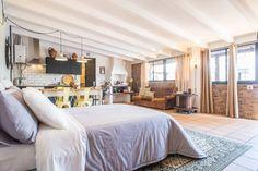 Veja este anúncio incrível na Airbnb: Rustic Industrial Studio - Leiria - Casas para Alugar em Leiria