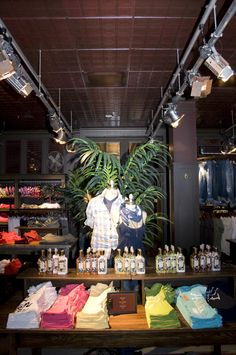 Getting interior design inspiration from hollister store for Abercrombie interior design and decoration