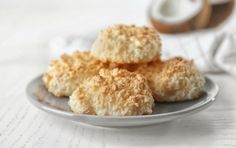 Biscuits make one think of farmhouse kitchens, enormous country breakfasts, and hot soups and stews, fare for the working man. Country Breakfast, Breakfast Lunch Dinner, Low Carb Diet Plan, Low Carb Keto, Low Carb Biscuit, Food Porn, Low Calorie Desserts, Tea Biscuits, Hot Soup