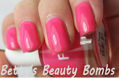 http://www.bettysbeautybombs.com/2014/01/17/llarowe-mystery-grab-bags/ / FNUG Front Page Swatch
