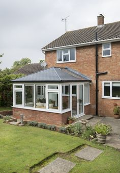 Create a perfect conservatory extension. Find small conservatory ideas and modern conservatory inspiration on our website. Contact us for conservatory prices. Conservatory Ideas Sunroom, Tiled Conservatory Roof, Modern Conservatory, Conservatory Kitchen, Conservatory Interiors, Bungalow Extensions, Garden Room Extensions, House Extensions, Home Organization