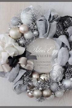 Guirlanda de Natal - Christmas wreaths Christmas Wreath Image, Xmas Wreaths, Christmas Holidays, Christmas Crafts, Christmas Arrangements, Christmas Centerpieces, Xmas Decorations, Xmax, Christmas Interiors