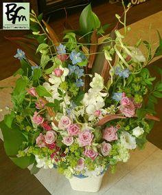 花ギフトのプレゼント【BFM】 紫と青の優しさ! そんなフラワーアレンジメント! http://www.basketflowermarkets.com