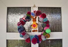Osterkranz aus Wollresten / Easter wreath made from scraps of yarn / Upcycling