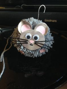 Pom Pom mouse Pom Pom Animals, Crafts For Kids, Christmas Ornaments, Holiday Decor, Crafts For Children, Kids Arts And Crafts, Christmas Jewelry, Christmas Decorations, Kid Crafts