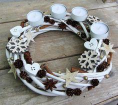 Bílý adventní věnec na čajové svíčky