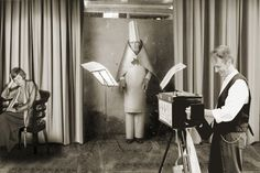 Hans Richter fotografía al fotógrafo que fotografía a  Emmy Hennings y  Hugo Ball. Zúrich 1916.