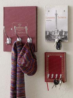 Utiliser des livres comme support de porte manteaux