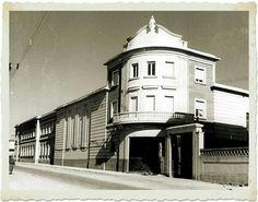 Colegio Leonés. Spain, Mansions, House Styles, Home Decor, Lion Pictures, Antique Photos, Live, Pretty, Black And White