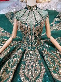 luxury green Arabic Evening Gown with chapel train - Nirvanafourteen Peacock Wedding Dresses, Peacock Dress, Sequin Bridesmaid Dresses, Green Evening Dress, Green Dress, Evening Gowns, Gowns Of Elegance, Elegant Gowns, Fantasy Gowns