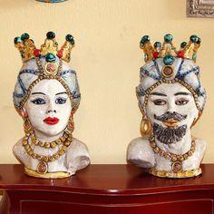"""Maestosa Coppia di Teste in ceramica di Caltagirone. Linea """"Reale"""" Collezione Verus.  Vendibili anche singolarmente.   Dim.singole cm 30/33 x H. cm 52."""