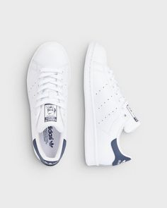 adidas Originals Stan Smith sneakers Hvid og blå - Adidas White Sneakers - Latest and fashionable shoes - adidas Originals Stan Smith sneakers Hvid og blå Stan Smith Mujer, Tenis Stan Smith, Adidas Stan Smith Outfit, Adidas Stan Smith Women, Stan Smith Shoes, Stan Smith Sneakers, Adidas Outfit, Adidas Shoes Women, Adidas Sneakers