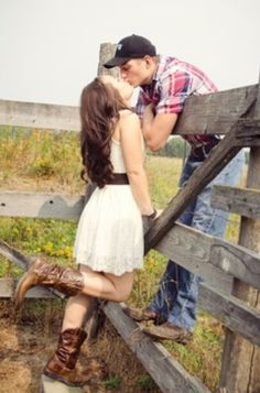 52 Cute Summer Engagement Photos To Get Inspired country couple photos – I mean, I'm not country…but I like horses, and this is cute. Country Couple Pictures, Photo Couple, Cute Couple Pictures, Couple Pics, Cute Country Couples, Couple Ideas, Couple Picture Poses, Couple Stuff, Country Engagement