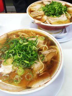 ラーメン Japanese Snacks, Japanese Dishes, Japanese Food, Ramen Recipes, Top Recipes, Healthy Recipes, Japanese Ramen Noodles, Soups And Stews, Sushi