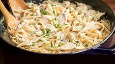 Omáčka sýrová (Alfredo) s těstovinami a šunkou nebo kuřecími prsy. Syr, Ethnic Recipes