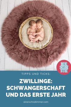 """Du erwartest Zwillinge? Oder bist frisch gebackene Zwillingsmama? Wir haben hier 19 Tipps, die deinen Alltag mit Zwillingen einfacher machen. Gesammelt von der Community von """"Einer schreit immer"""". Du findest hier Fakten, Fotos und Ideen für das Babyzimmer mit Zwillingen.    #einerschreitimmer #zwillinge #zwillingsmama #zwillingsschwangerschaft #mamablog #zwillingsblog 2 Kind, Crochet Hats, Photos, Pregnancy Twins, Identical Twins, Childhood Education, Family Life, Crocheted Hats"""