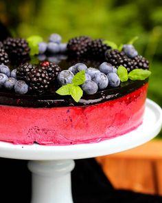 Todella mustikkainen mustikka-browniekakku 😍 #mustikka#brownie#blueberry#cake#kakku#cheesecake#juustokakku#summer#leivontaa#baking#kesä#dessert#instafood#iloleipuri#kesäkisa#kakkuviikari