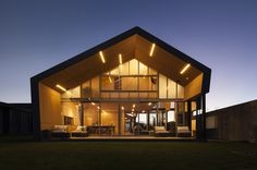 Fe304 House by Crosson Architects, © Simon Devitt | Norhland | New Zealand…