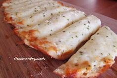 The Country Cook: Cheesy Garlic Bread – Jane - Pinrezepte Cheesy Garlic Bread, Garlic Cheese, Cheesy Chicken, Bread Recipes, Cooking Recipes, Good Food, Yummy Food, Awesome Food, Delicious Recipes