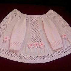 This post was discovered by Dön Knitted Baby Cardigan, Knit Baby Sweaters, Baby Pullover, Knitted Baby Clothes, Crochet Baby Booties, Baby Knitting Patterns, Crochet Tunic Pattern, Knitting For Kids, Crochet For Kids