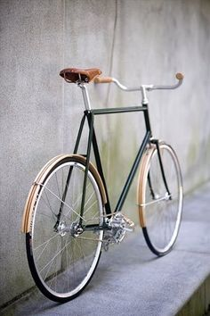 Wooden Fenders and Brooks saddle complement each other