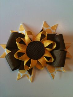 Fall is just around the corner! - Hip Girl Boutique Free Hair Bow Instructions--Learn how to make hairbows and hair clips, FREE! Ribbon Hair Bows, Diy Hair Bows, Diy Bow, Bow Hair Clips, Ribbon Crafts, Ribbon Art, Diy Crafts, Ribbon Flower, Hair Bow Tutorial
