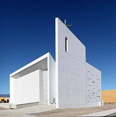 La arquitectura contemporánea impregna la nueva iglesia del El Puerto de Roquetas de Mar (Almería) | Construnario.com