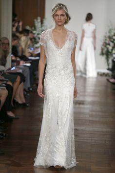 La pasarela cada vez propone más opciones de vestidos vaporosos y bucólicos, este es de Jenny Packham