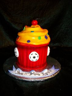 Giant cupcake by sandrascakes, via Flickr