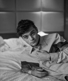 """좋아요 719개, 댓글 9개 - Instagram의 Martin Garrix FanPage ➕✖️(@lovingarrix)님: """"What would you do if you walk into your room and you see @martingarrix on your bed??  can't say…"""""""