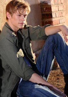 By request: Lucas Till. Lucas can be seen as the love interest in the new Hannah Montana movie out this Friday. Angus Macgyver, Macgyver 2016, Lucas Till Macgyver, Sandrine Holt, Greg Cipes, Hannah Montana The Movie, Divas, Tv Series 2016, Actor