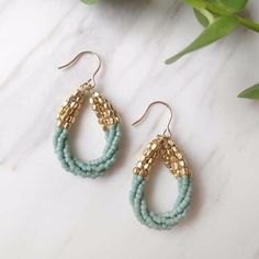 Beaded earrings gold and mint Bead Jewellery, Seed Bead Jewelry, Seed Bead Earrings, Beaded Earrings, Wire Jewelry, Jewelry Crafts, Jewelery, Hoop Earrings, Mint Earrings