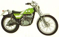 Kawasaki KT 250 1972 / 75 Motos Trial, Trial Bike, Dirt Bikes, Bike Trails, Cool Bikes, Vintage Japanese, Trials, Motorbikes, Offroad