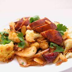 Kyckling och blomkålspanna med mandel och sambal oelek Sambal Oelek, Kung Pao Chicken, Ethnic Recipes, Food, Essen, Meals, Yemek, Eten